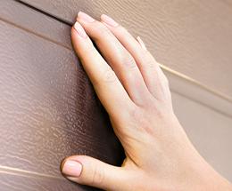 Защита от защемления пальцев с наружной и внутренней стороны ворот