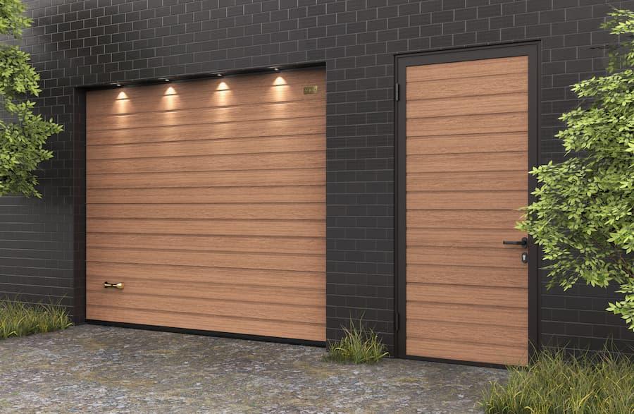 Сохраняя гармонию: цифровая печать на боковой двери для гаража