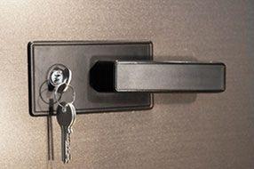 lock 04 - Секционные гаражные ворота